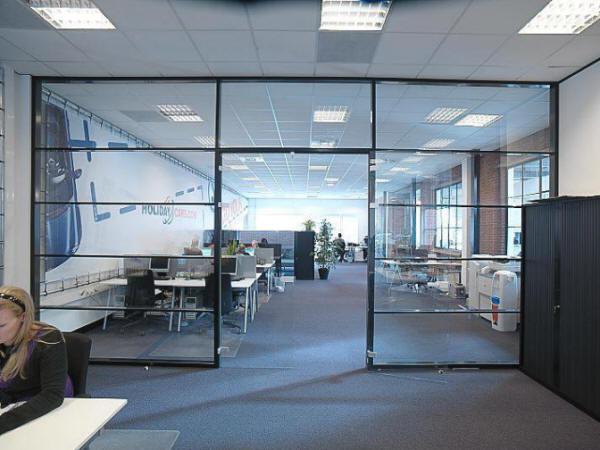 Glazen scheidingswanden plaza totaal afbouw sassenheim - Kantoor transparant glas ...